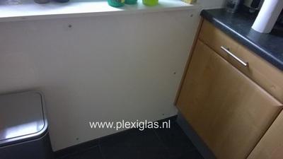 plexiglas tegen keukenmuur