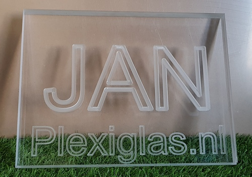 plexiglas gegraveerd
