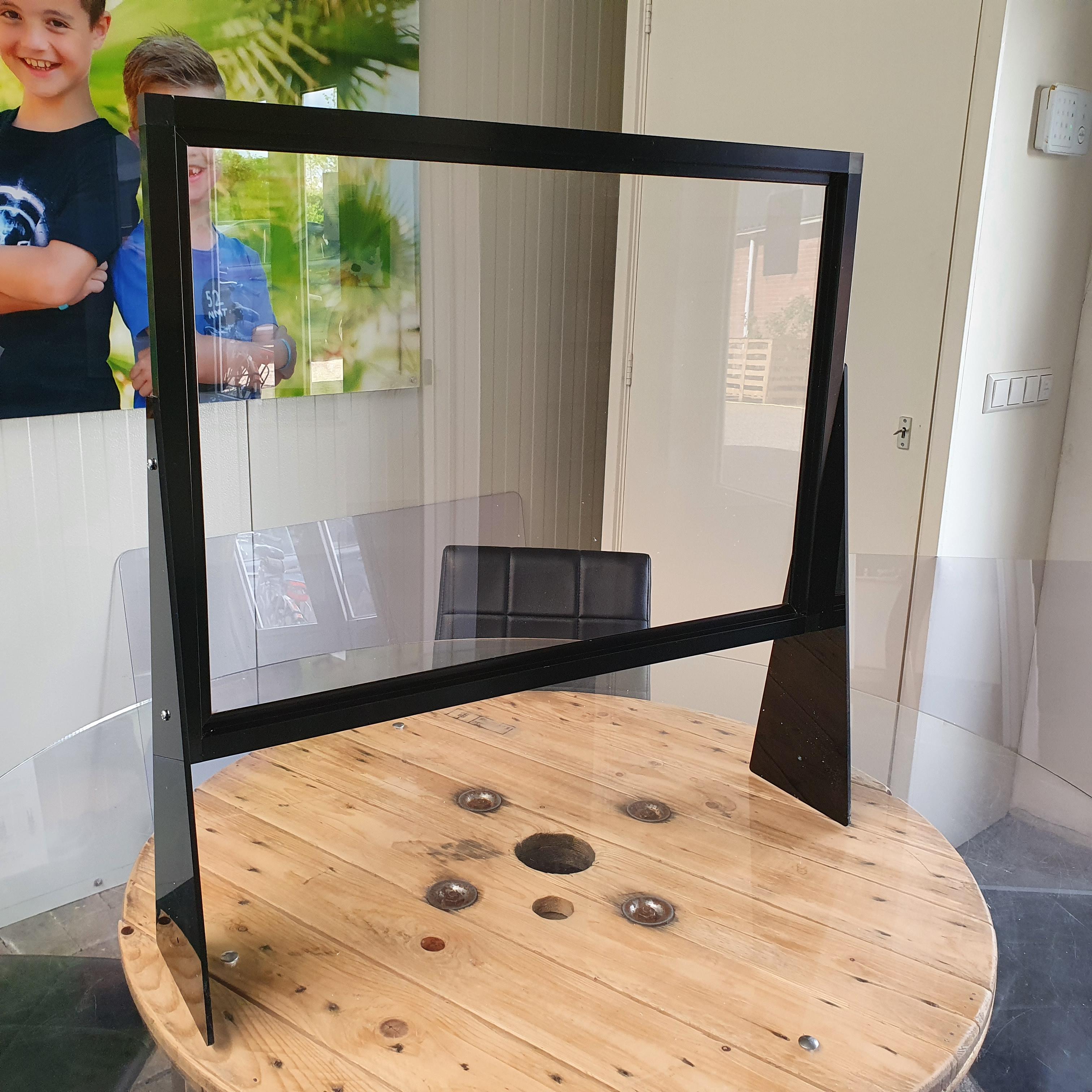 plexiglas spatscherm met uitsparing
