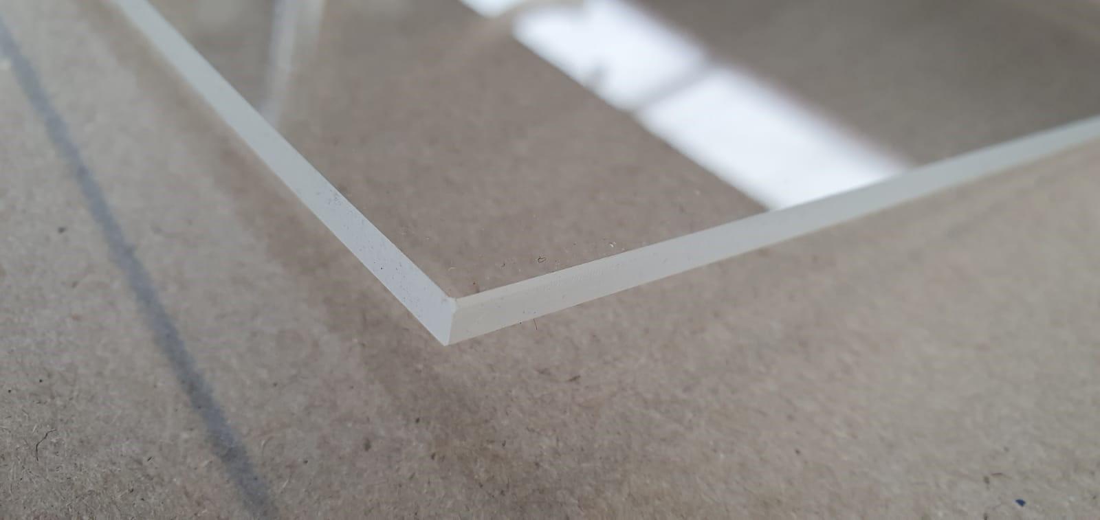 plexiglas scherpe randen verwijderen
