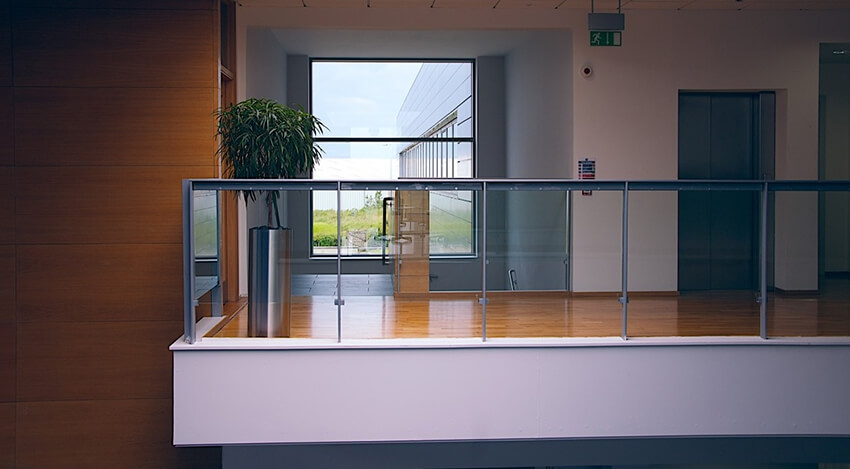 plexiglas balustrade
